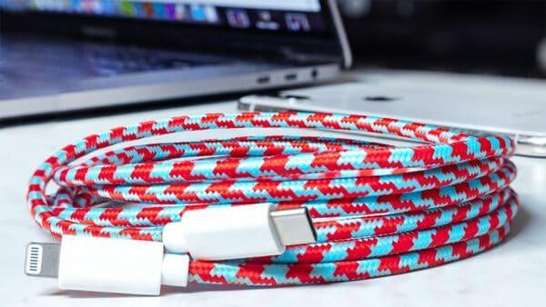Каскадный кабель-переходник Lightning/USB-C от Eastern Collective
