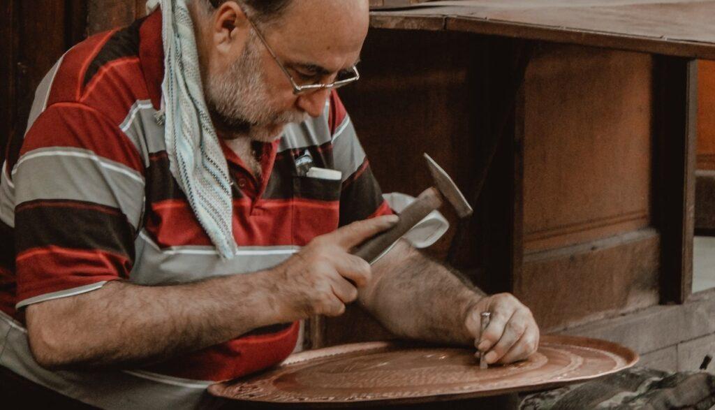 Бизнес на дому: идеи для мужчин в сфере производства