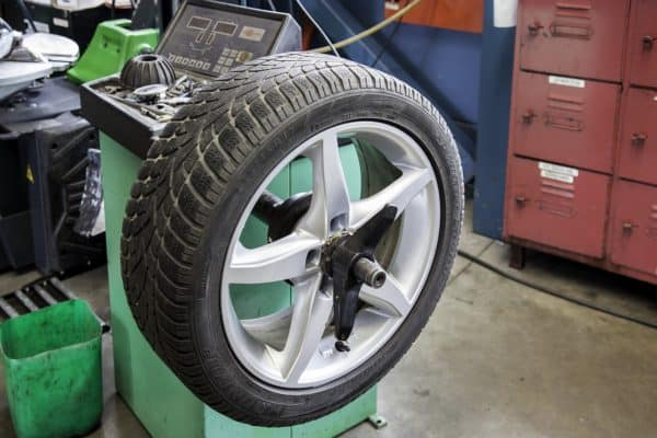 Станок для балансировки колес