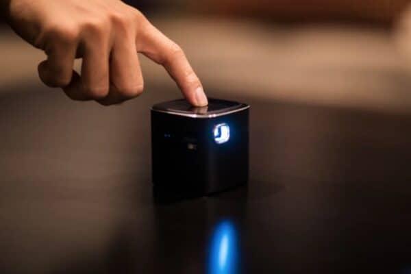 Самый мощный из маленьких проектор PIQO